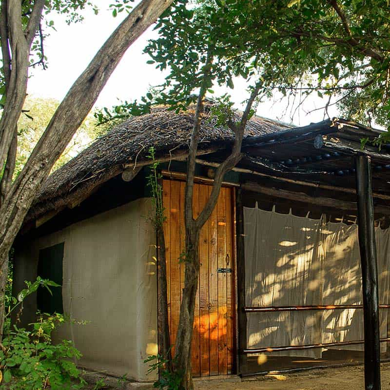 vundu-camp-mana-pools-exterior-view